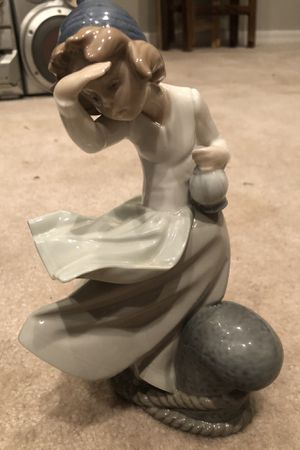 Nao Spain 1981 figurine- ( Lladro)Girl at pier in the wind for Sale in Tampa, FL