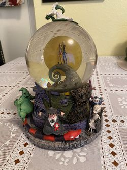 Nightmare before Christmas snow globe for Sale in Federal Way,  WA
