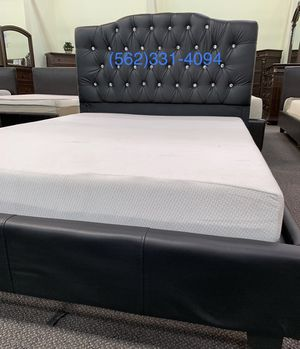 Calking Black Tufted Bed with Mattress Included for Sale in San Jose, CA