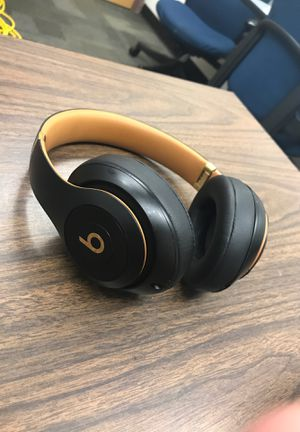 Beats wireless headphones for Sale in Grove City, OH