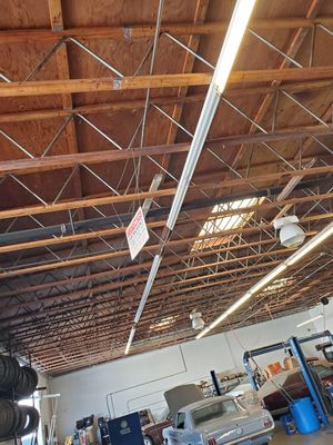 Fluorescent Lights Read Description for Sale in Lakewood, CA