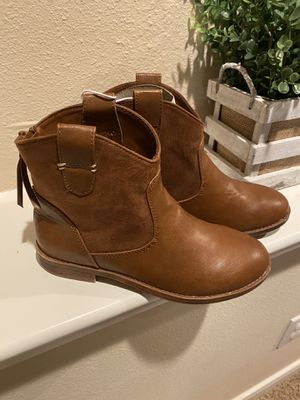 Girl boots...size-2 for Sale in League City, TX