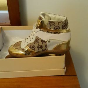 Michael KORS Sneakers, size 8 for Sale in Austell, GA