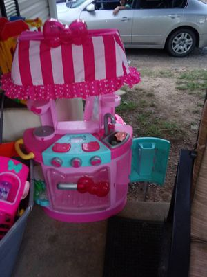Minnie mouse kitchens and hello kitty 2 of them 20$ a piece just needs rinsed and whiped down. Neen oitsidegood condition for Sale in Springfield, TN