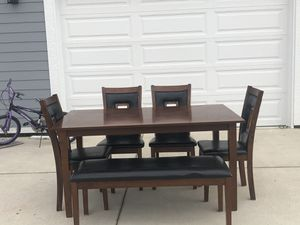 Table and chair for Sale in Belleville, MI