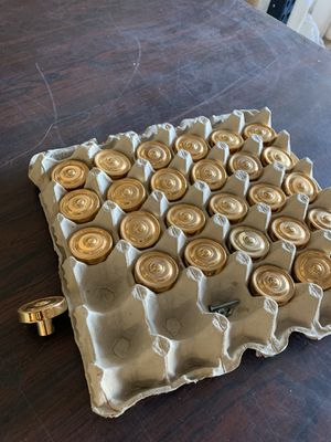 27 gold 1960s cabinet or door knobs selling together for Sale in Yorba Linda, CA