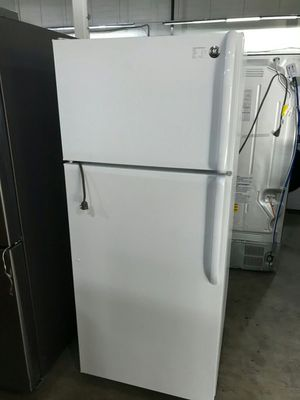 White GE Refrigerator for Sale in St. Louis, MO