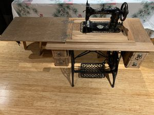 Treadle sewing machine! for Sale in Oregon City, OR