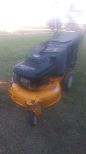 Lawnmower Kawasaki (src621) commercial grade in excellent conditions ready to use for Sale in Bell Gardens, CA