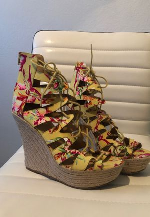 Yellow heels sz10 for Sale in Chandler, AZ