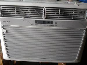 Frigidaire AC unit with remote for Sale in Miami, FL