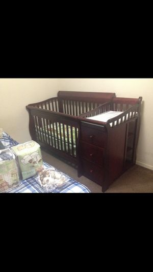 Baby👶🏻 crib Sorelle Tuscany Collection 4-1 Crib for Sale in Dallas, TX