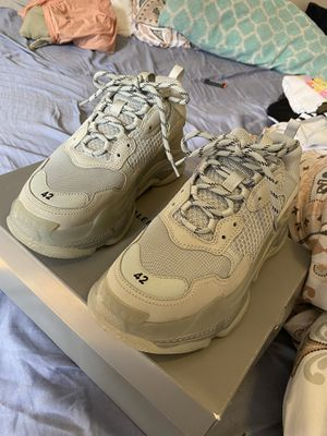 Balenciaga Triple S Grey Clearsole size 42 for Sale in NEW YORK, NY