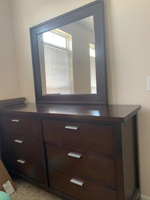 Dresser with mirror for Sale in Columbus, OH