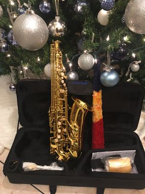 Fever alto saxophone with case mouthpiece neck strap cleaning cloth and gloves for Sale in South Gate, CA