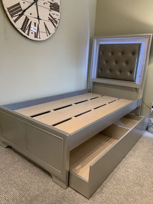 Twin trundle bed with lights for Sale in Everett, WA
