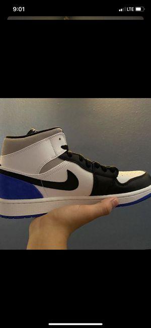Jordan 1 mid hyper royal size 9.5 for Sale in Huntington Park, CA