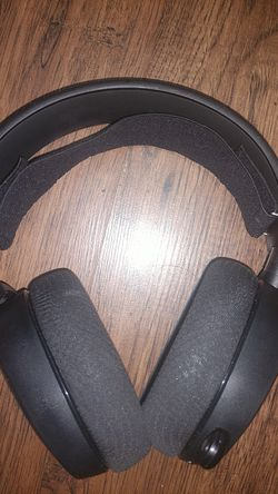 Steelseries noise cancelling headphones for Sale in Baltimore,  MD