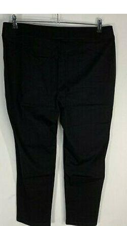 Women Chico Pants/ Capris Size 2 for Sale in Belleville,  MI
