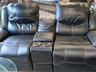 Black Leather Couch. Lightly Used But Great Condition. Reclines As Well for Sale in Nashville,  TN