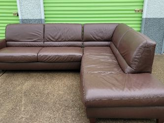 Brown Leather Sectional W/pullout Bed for Sale in Georgetown,  TX