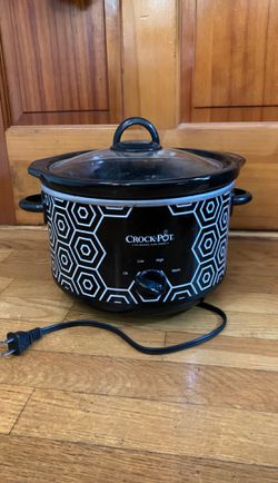 Crock pot slow cooker 4.5 qt w/ cookbook for Sale in Boston,  MA