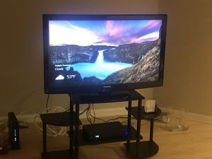 Panasonic 40 inch tv and stylish tv stand for Sale in Arlington, VA