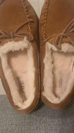 UGG® Kids' Dakota Suede Slippers $25 Used once #2 for Sale in Oklahoma City,  OK