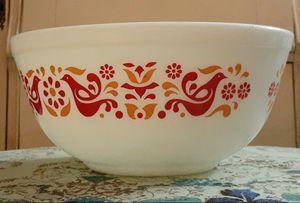 Pyrex Friendship 2.5 QT Bowl for Sale in Beaumont, CA