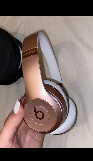 Rose gold beats solo3 wireless for Sale in Austin, TX