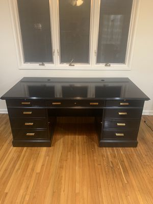 Beautiful executive desk for Sale in Coral Gables, FL
