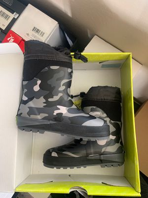 New snow boots kids for Sale in Ontario, CA