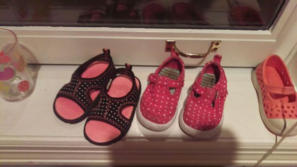 Kids girls shoes size 4