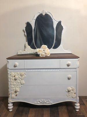 Gorgeous dresser with mirror for Sale in Eldersburg, MD