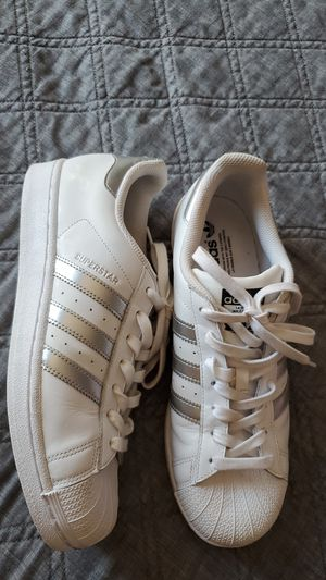 Women's Adidas classic shoes size 10 for Sale in Carlsbad, CA