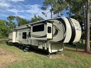 2016 43' Jayco north point fifth wheel camper for Sale in West Palm Beach, FL