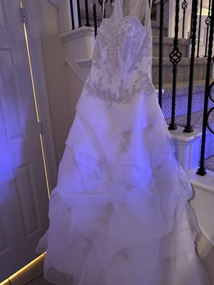 *brand new* David's Bridal wedding gown size 6 for Sale in Spring, TX