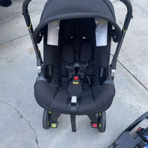 Doona Car Seat/Stroller for Sale in Los Angeles, CA