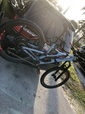 Specialized stumpjumper fsr carbon for Sale in Miami Lakes, FL