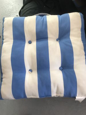 4 pillow for chairs outdoor for Sale in North Miami Beach, FL
