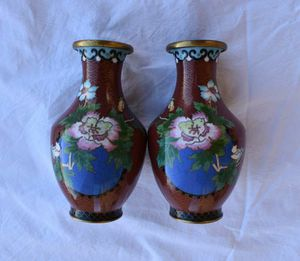 A pair of Vintage Chinese antique cloisonne vases for Sale in Lake Elsinore, CA