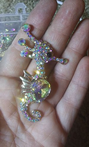 New aurora borealis crystal rhinestone seahorse pin brooch for Sale in Tullahoma, TN