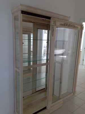 Like new display case curio cabinet for Sale in San Luis Obispo, CA