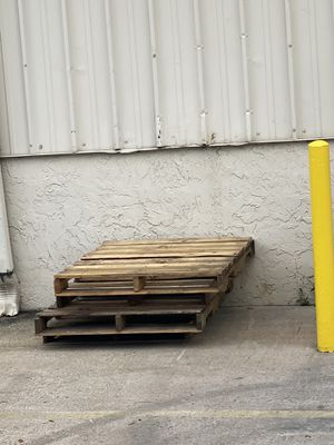 Wood pallets for Sale in Plant City, FL