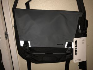 Incase Range Messenger Bag for Sale in Pico Rivera, CA
