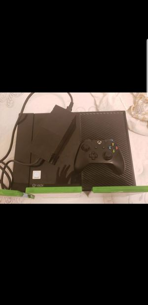 Xbox One 500 GB 95 DOLLARS!! 2 Controllers Great Condition for Sale in Princeton, WV