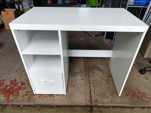 Small desk and chair for Sale in Avon Lake, OH