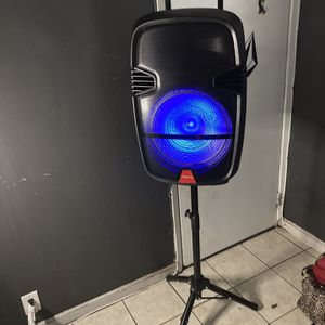 """15"""" WOOFER/7000watts/BLUETOOTH ( SPEAKER STAND INCLUDED ! ! ) (INCLUDES Microphone & Remote KARAOKE) (3-6 HOURS BATTERY LIFE-PORTABLE) MEMORY SLOT-US for Sale in West Covina, CA"""