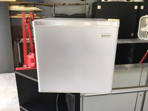 Small refrigerator for Sale in Sunbury, OH
