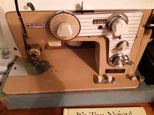 Universal sewing machine for Sale in Moneta, VA